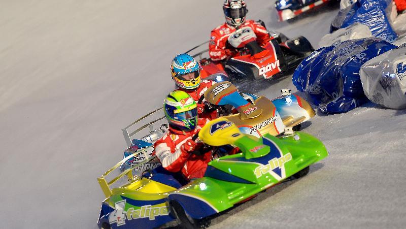 Fernando Alonso e Felipe Massa competem em corrida de kart