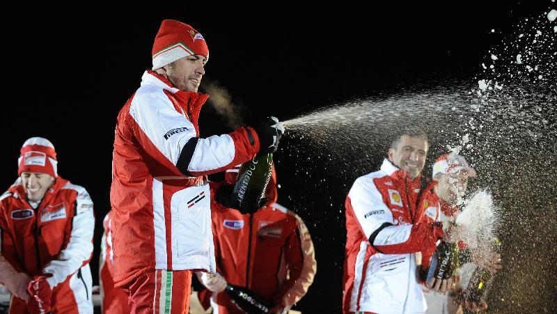 Fernando Alonso comemora a vitória na corrida
