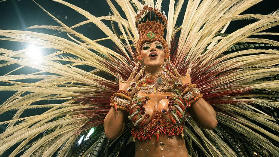 Cinthia Santos madrinha da Águia de Ouro, em São Paulo