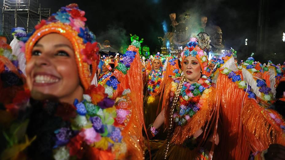 Desfile da Rosas de Ouro no sambódromo do Anhembi, em São Paulo