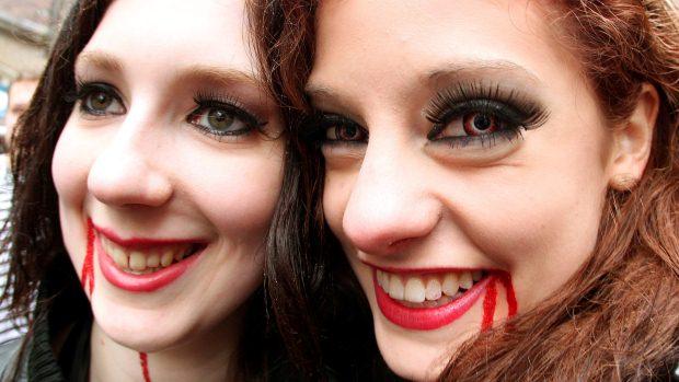 Mulheres participam do Carnaval de Duesseldorf, na Alemanha - 16/2/2012