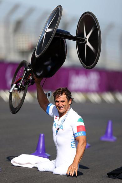 Alessandro Zanardi comemora vitória nos Jogos Paraolímpicos de Londres, em 2012