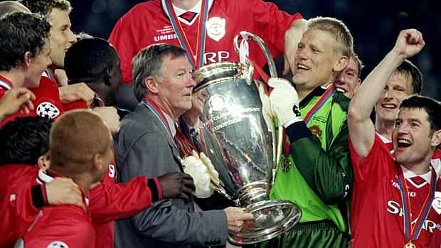 Em 1999, Ferguson levantou troféu da Liga dos Campeões após uma virada épica sobre o Bayern