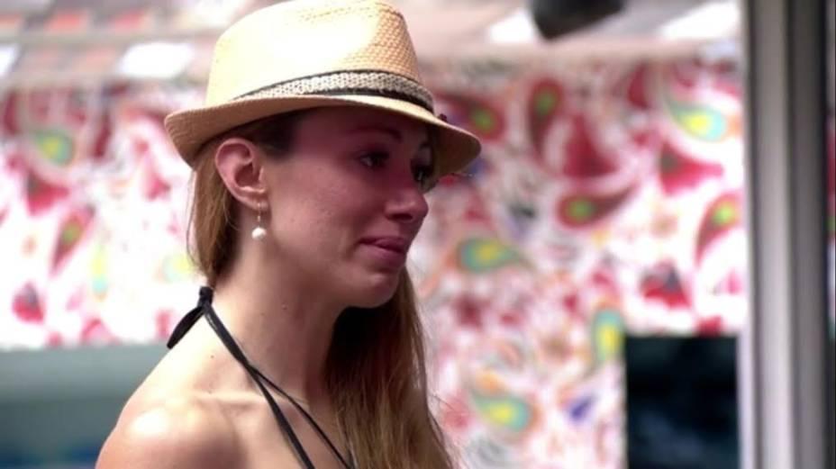 Aline chora depois de discutir com Angela no BBB14