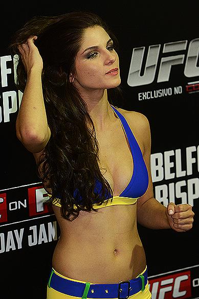 Aline Franzoi durante a pesagem do UFC São Paulo, no Ginásio do Ibirapuera