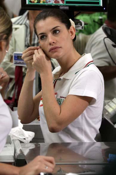 Alinne Moraes durante as gravações de O Astro, no Rio de Janeiro