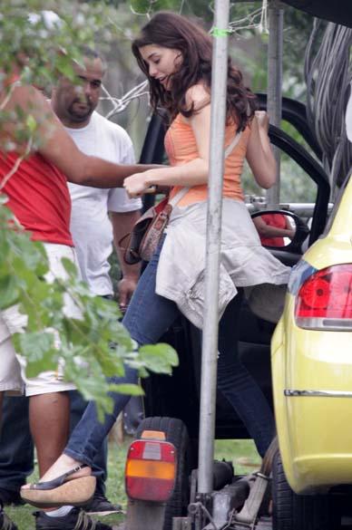 Alinne Moraes durante gravação no Recreio dos Bandeirantes, Rio de Janeiro