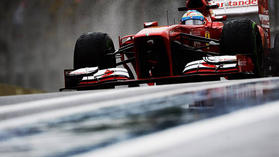 Fernando Alonso durante o segundo dia de treino livre no circuito de Interlagos, em São Paulo