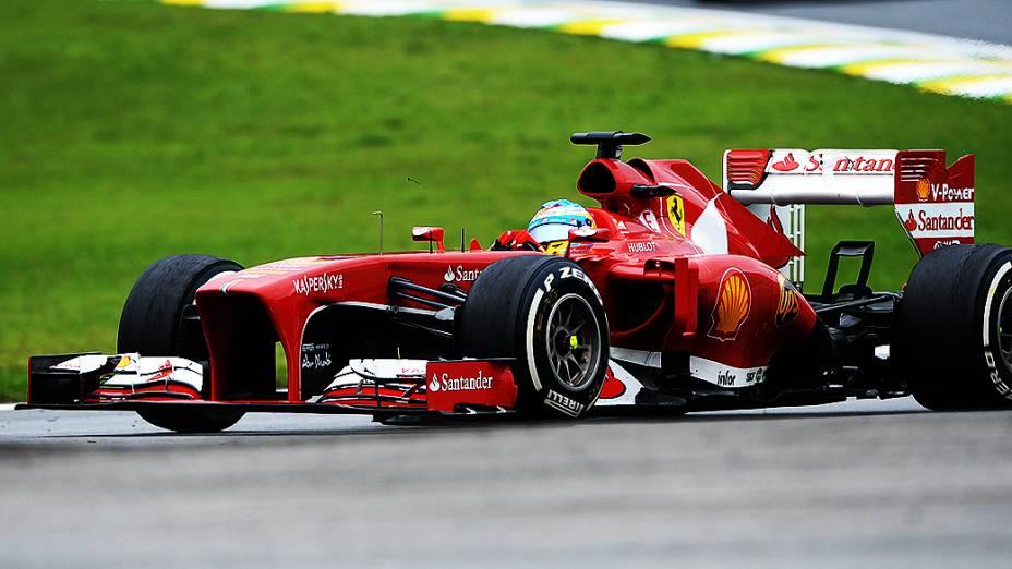 Fernando Alonso logo após a largada no circuito de Interlagos, em São Paulo