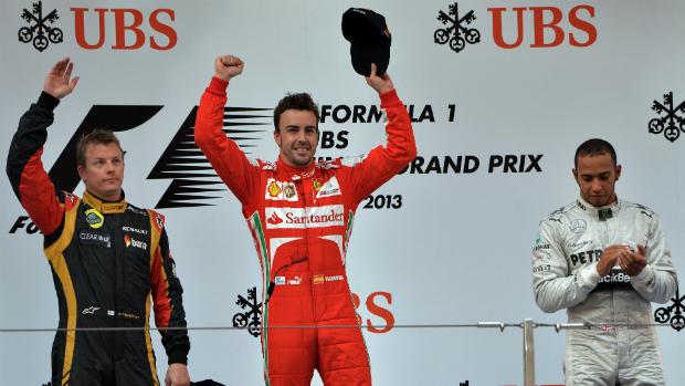 GP da China: Alonso foi primeiro (centro), seguido por Raikkonen (à esq.) e Lewis Hamilton