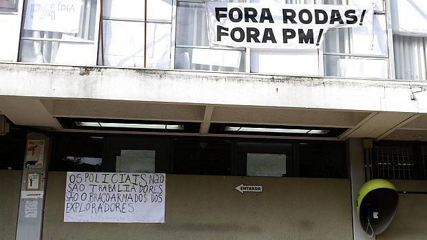 Estudantes da USP ocupam prédio da FFLCH após conflito com policiais