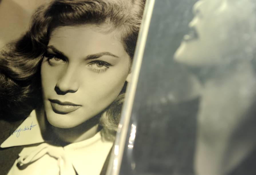 Lauren Bacall, em foto autografada vendida em leilão