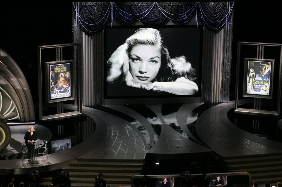 Lauren Bacall (no canto) apresenta homenagem ao filme noir no Oscar 2006