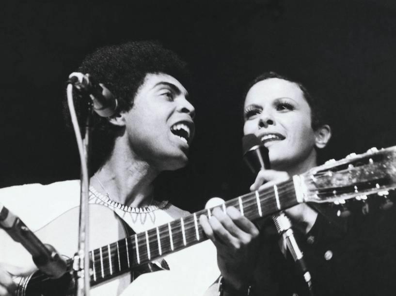 Gilberto Gil e Elis Regina, durante show em 1973