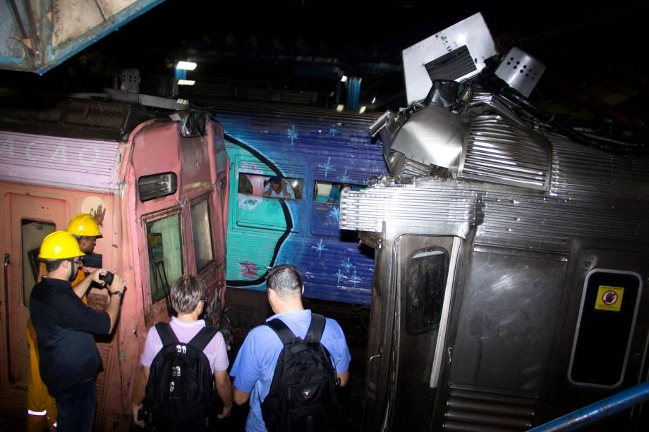 Acidente entre dois trens deixa cerca de 40 feridos em Mesquita (RJ). Segundo concessionária, uma composição bateu na traseira de outra