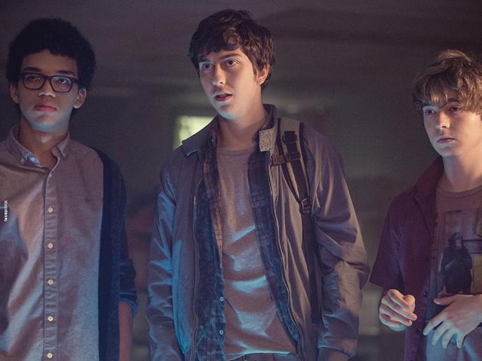 Os atores Austin Abrams, Nat Wolff e Justice Smith em cena do filme Cidades de Papel
