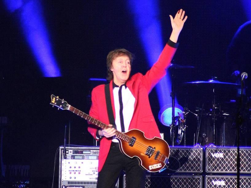 Paul McCartney se apresentou no Estádio Mané Garrincha, em Brasília neste domingo (23)