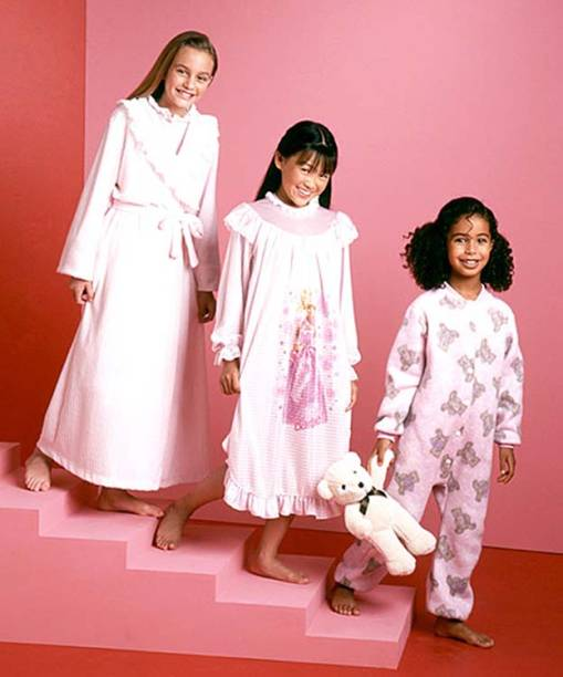 Leighton Meester (a primeira da esquerda para a direita) em comercial para Ralph Lauren Kids