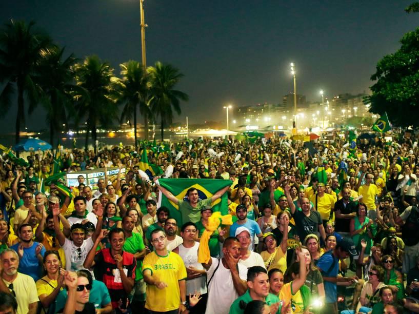 Em Copacabana, manifestantes comemoram os votos positivos ao Impeachment na Câmara dos Deputados - 17/04/2016