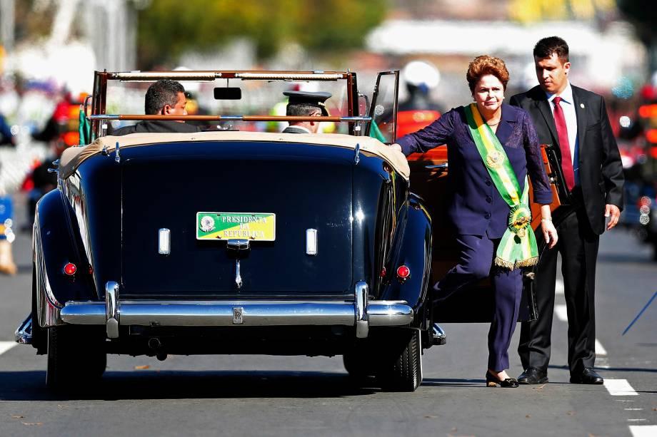 Preseidente Dilma Rousseff sai do carro após desfile civil-militar em comemoração à independência brasileira - 07/09/2014
