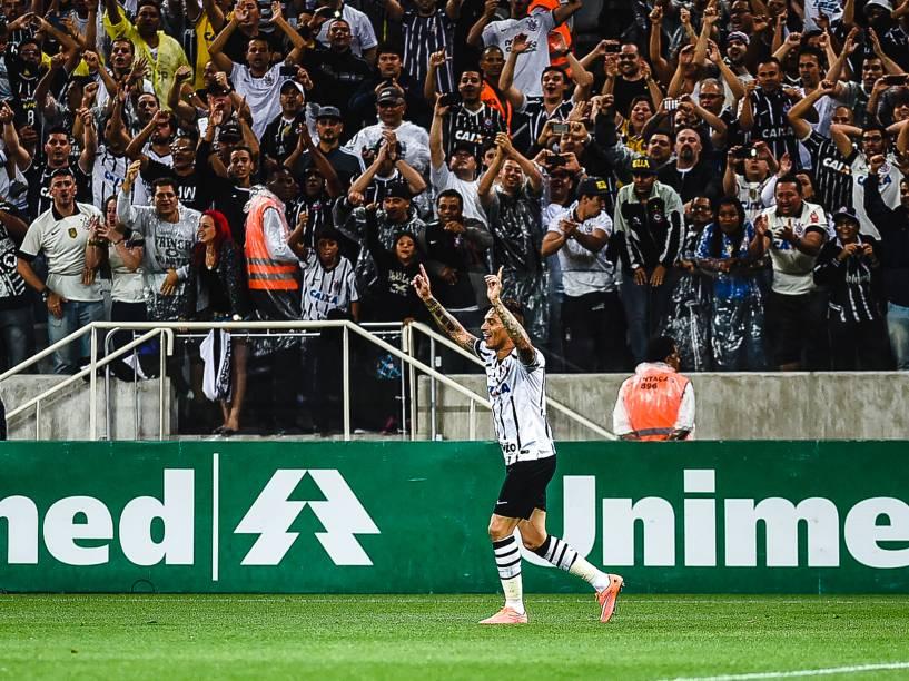 Guerrero comemora o gol da vitória do Corinthians contra o Grêmio no Itaquerão - 23/11/2014