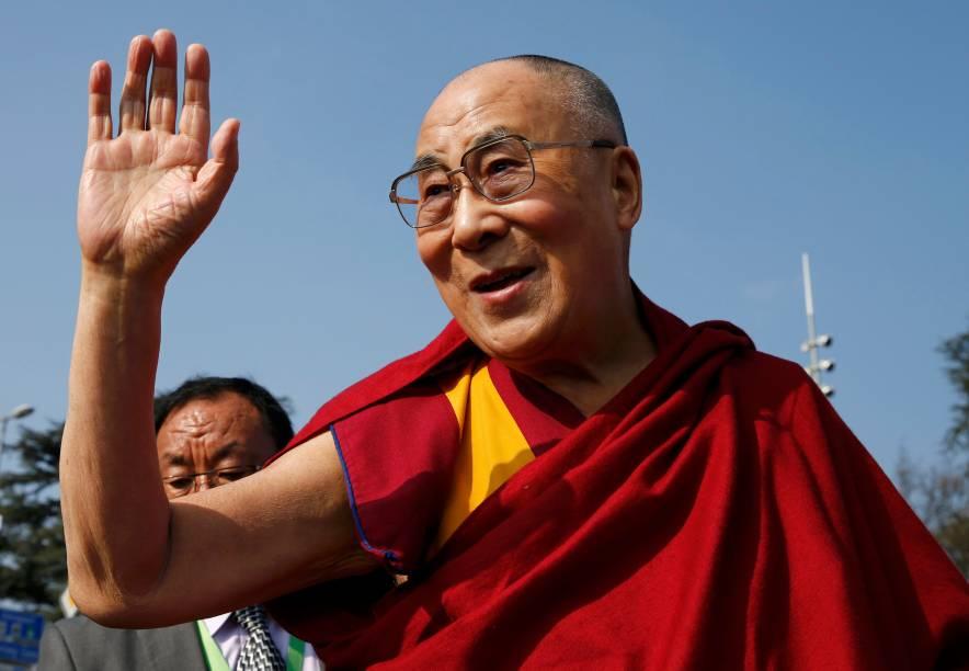O líder espiritual tibetano Dalai Lama fala com jornalistas em Genebra, na Suíça