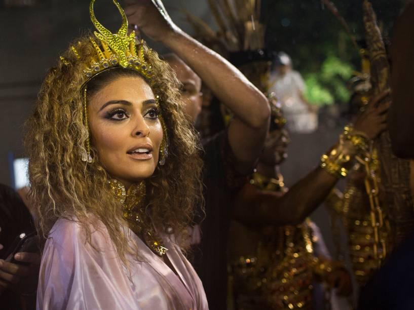 Juliana Paes pronta para desfilar pela Viradouro na Marquês de Sapucaí (RJ)