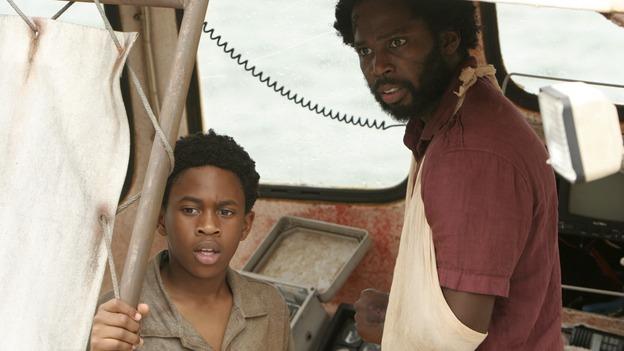 Michael (Harold Perrineau) e Walt (Malcolm David Kelley) na série Lost