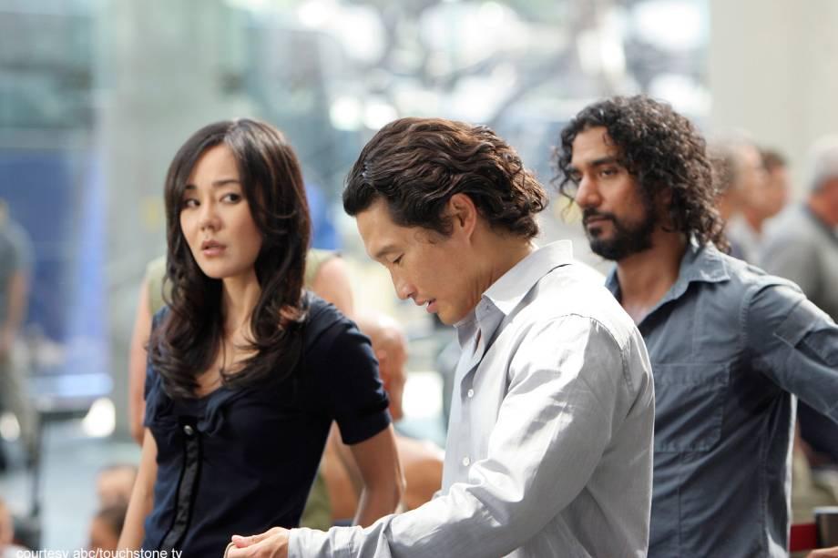 Jin (Daniel Dae Kim), Sun (Yunjin Kim) e Sayid (Naveen Andrews) em Lost
