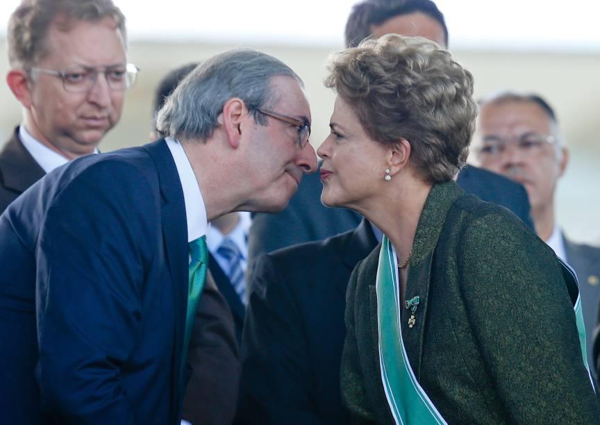 A presidente Dilma Rousseff e o presidente da Câmara, deputado Eduardo Cunha (PMDB-RJ), em cerimônia comemorativa do Dia do Exército e de Imposição da Comenda da Ordem do Mérito Militar, em quartel-general do Exército, em Brasília (DF) – 16/04/2015