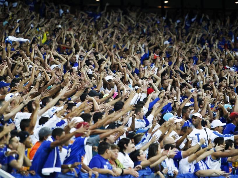 Torcida do Cruzeiro comemorando gol durante jogo contra o Grêmio - 21/8/2014