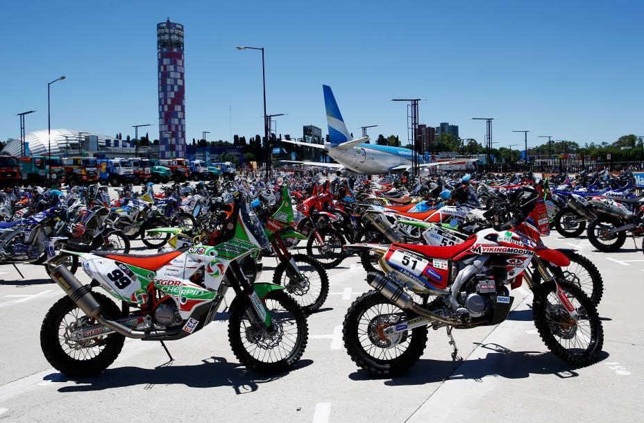 Motos foram expostas ao público na cerimônia de abertura do Rali Dacar