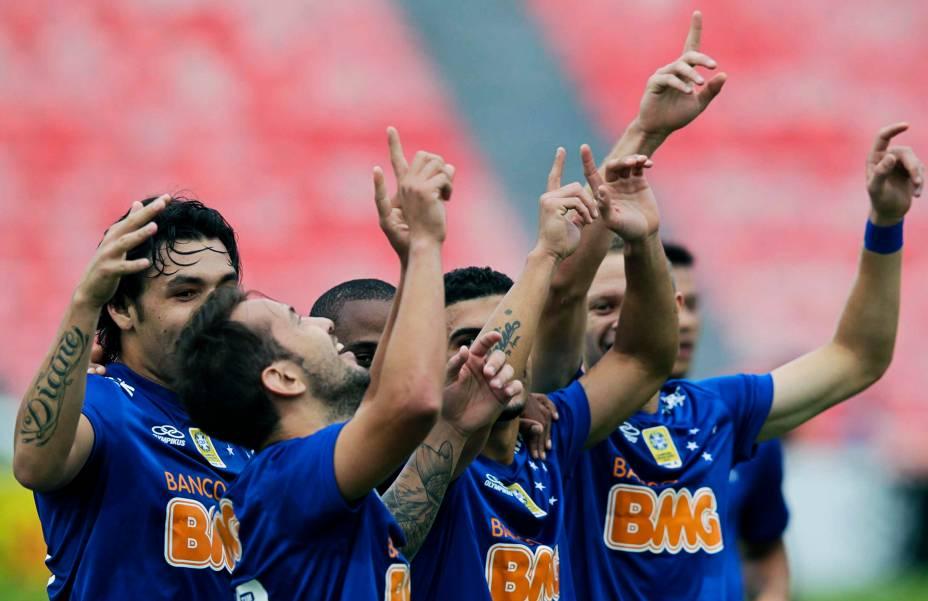 Jogadores do Cruzeiro comemoram gol contra o Flamengo pelo Campeonato Brasileiro - 1/6/2014