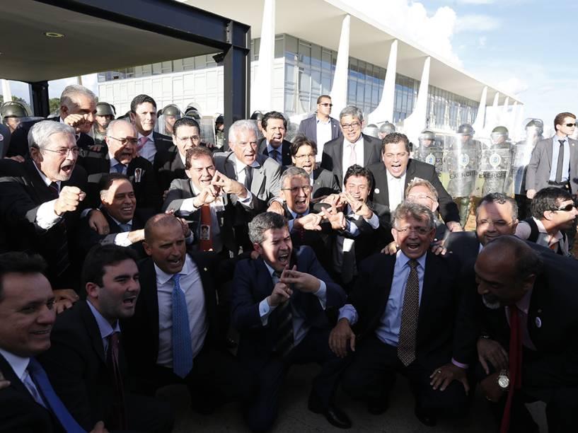Deputados se manifestam contra a nomeação do ex-Presidente Lula como novo Ministro da Casa Civil, em Brasília, nesta tarde (16)