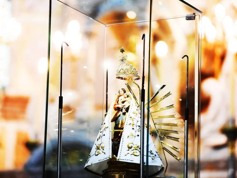 Berlinda com imagem de Nossa Senhora de Nazaré durante a procissão do Círio, pelas ruas da cidade de Belém, na manhã deste domingo (11)