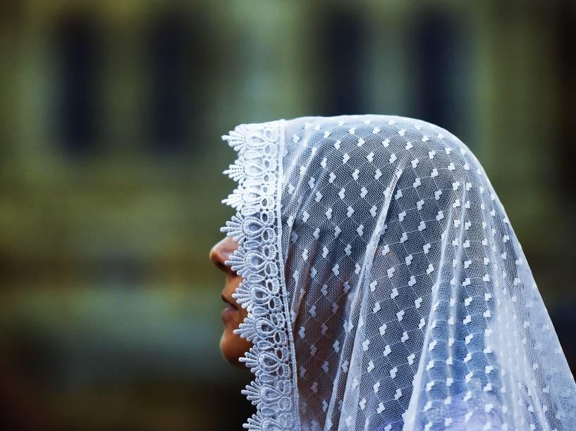 Devotos fazem homenagens e orações durante as celebrações do Círio de Nazaré, em Belém (PA)