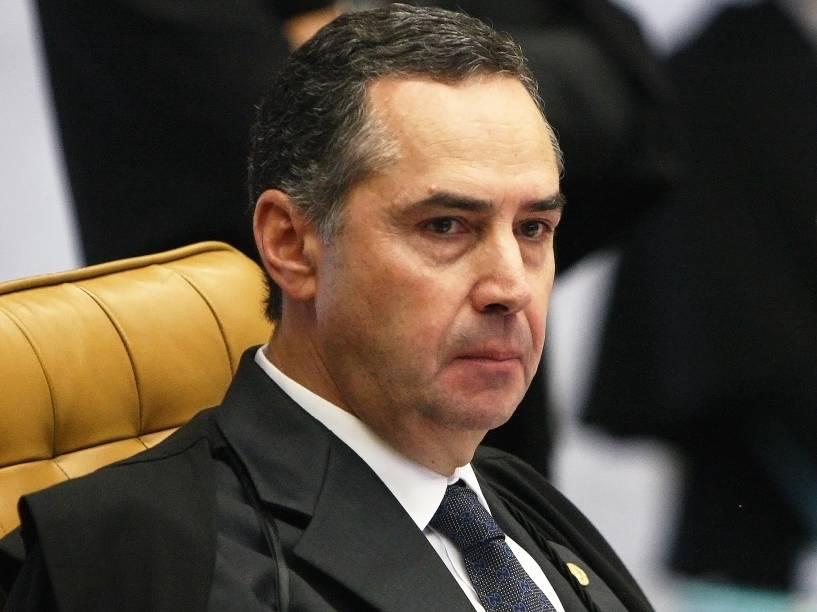 Luís Roberto Barroso na sessão plenária do STF (Supremo Tribunal Federal), sob a presidência do ministro Ricardo Lewandowski, onde é julgado o rito do impeachment da presidente Dilma a ser conduzido pela Câmara dos Deputados