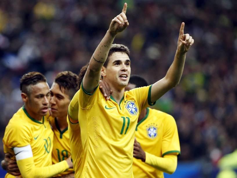 Oscar marcou o primeiro gol do Brasil contra a França