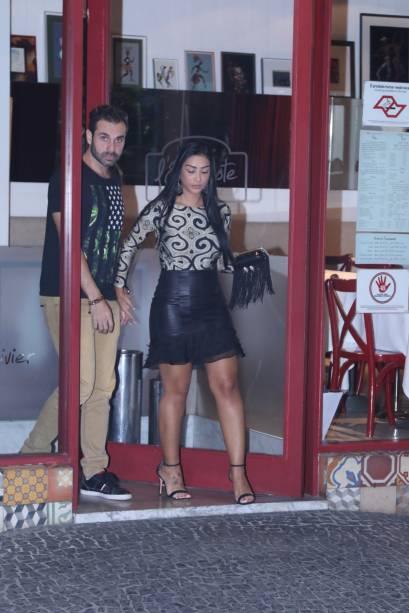 Amanda Djehdian e seu novo affaire em restaurante de São Paulo