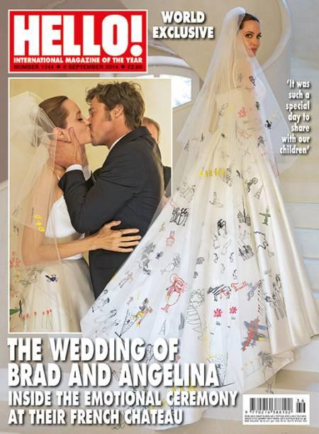 Detalhe da capa da revista Hello, que junto com a People teve acesso a fotos do casamento de Angelina Jolie e Brad Pitt