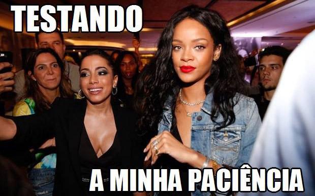 A cantora já havia virado piada, em julho, quando tentou fazer um selfie com Rihanna e levou um fora