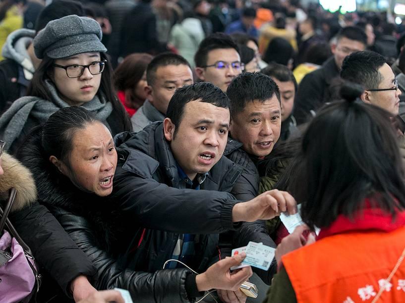 Tumulto para embarcar em Hangzhou, na China