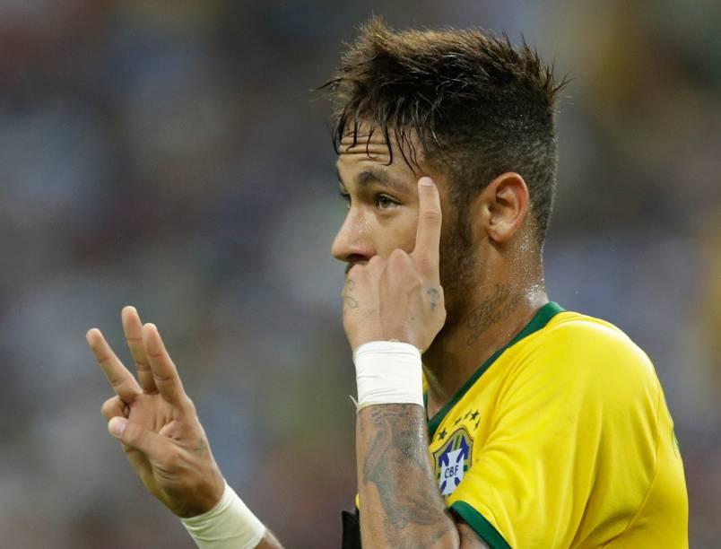 Neymar marcou quatro e chegou a 40 gols com a camisa da seleção brasileira