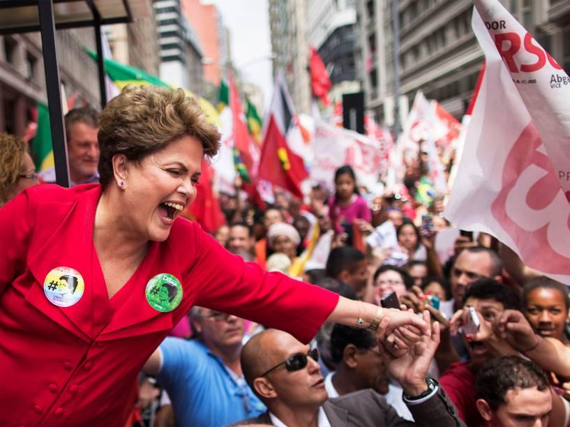 A presidente candidata à reeleição, Dilma Rousseff (PT), durante campanha em Porto Alegre