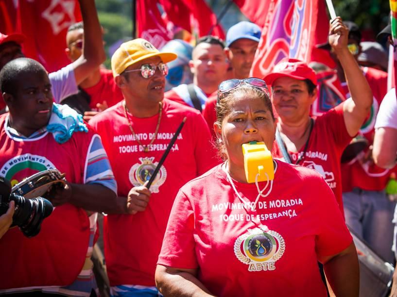 Manifestantes contra o Impeachmente se reúnem no Vale do Anhangabaú, no centro de São Paulo para protestar - 17/04/2016