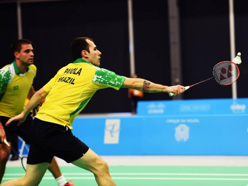 A dupla brasileira Daniel Paiola e Hugo Arthuso durante disputa final de Badminton dos Jogos Pan-Americanos, em Toronto, Canadá