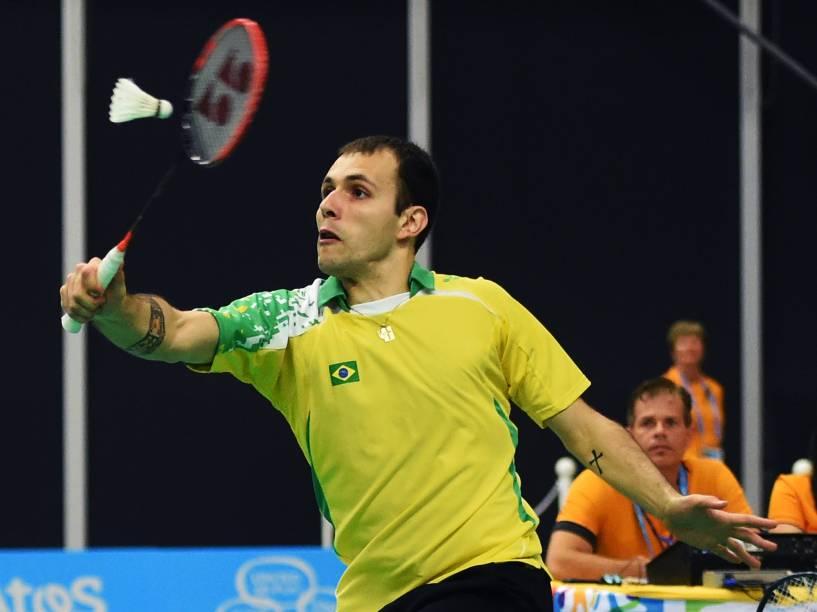 A dupla brasileira Daniel Paiola e Hugo Arthuso disputa a final de Badminton dos Jogos Pan-Americanos, em Toronto, Canadá