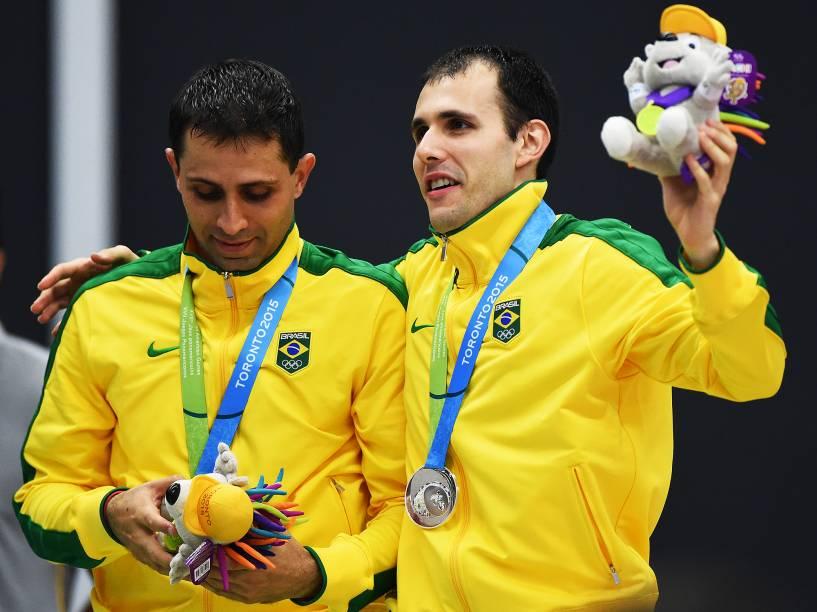 Daniel Paiola e Hugo Arthuso recebem a medalha de prata e alcançam o feito de ser a primeira dupla brasileira a chegar até a final da disputa de Badminton em toda a história dos Jogos Pan-Americanos