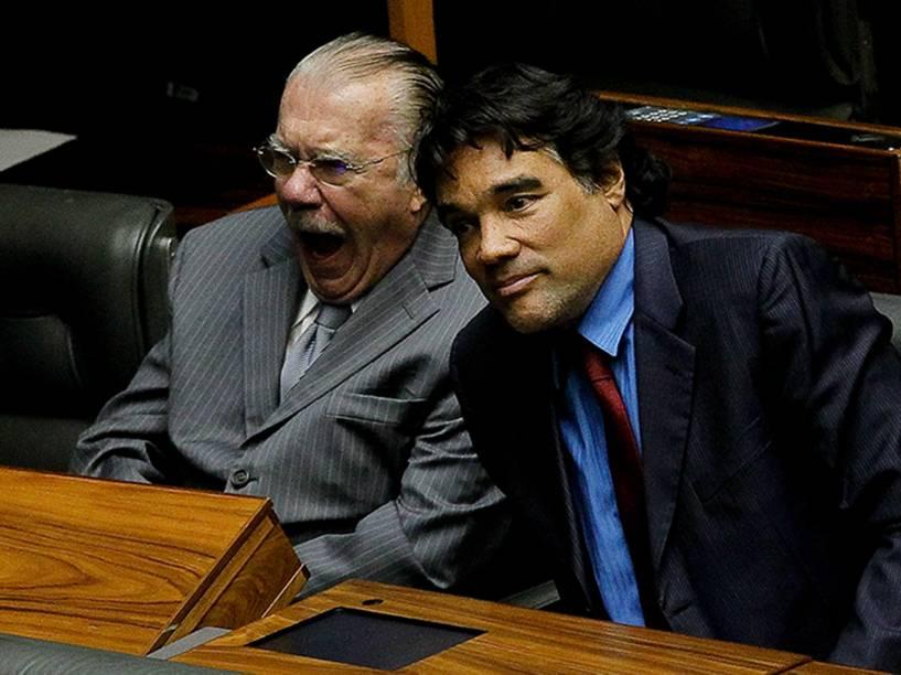 O senador José Sarney boceja durante votação em Brasília
