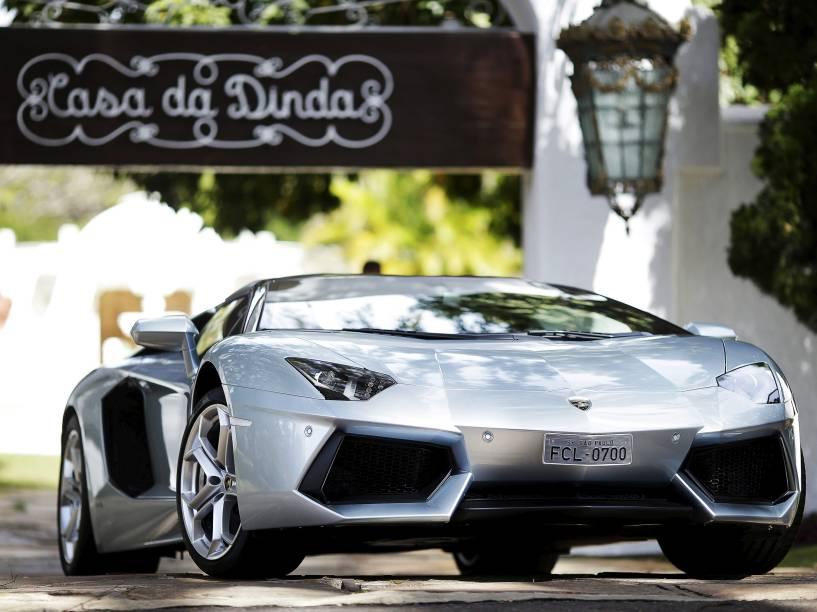 Lamborghini apreendida na Casa Dinda, residência do senador Fernando Collor de Mello, em Brasília, durante a Operação Politeia da Polícia Federal - 14/07/2015